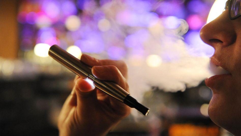 Gesünder als Tabak: Die Zigarettenbranche sprich sich dennoch für Warnhinweise bei E-Zigaretten aus