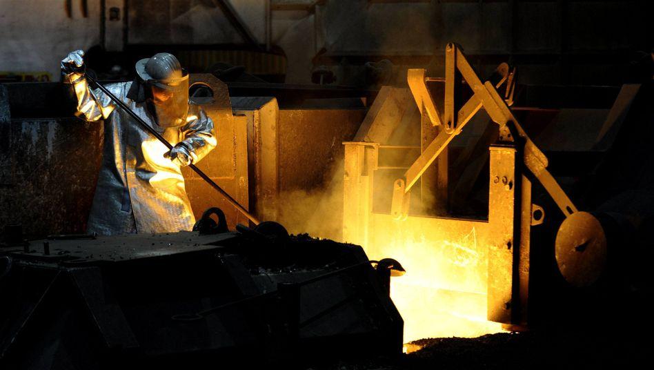 Deutsche Industrie: Knappe Rohstoffe und starke Preisschwankungen bremsen das Wachstum