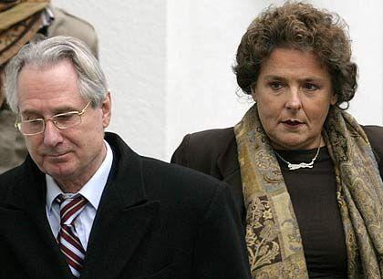 Anstoß des Steuerskandals: Klaus Zumwinkel hinter ihm die Bochumer Staatsanwältin Margrit Lichtinghagen