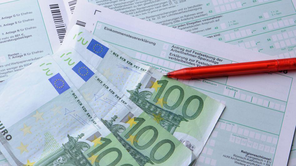 Steuererklärung 2010: Fast 90 Prozent aller Arbeitnehmer holen sich Geld zurück
