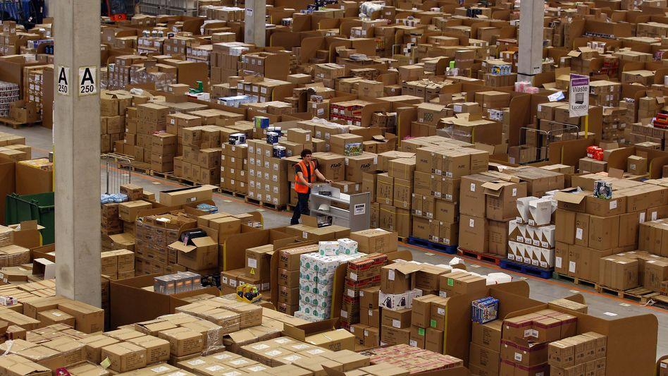 Alle Kartons stehen still, wenn Dein starker Arm es will: So wie im alten deutsche Arbeiterlied, werden zwei Versandzentren von Amazon in Deutschland derzeit bestreikt
