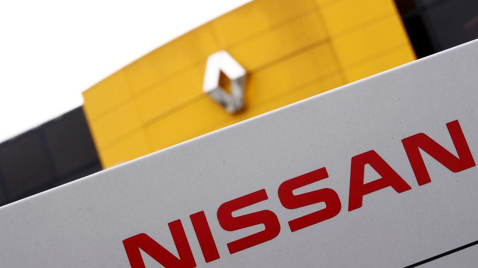 Logos von Renault und Nissan: Manager beider Unternehmen zerren um die Macht im Bündnis