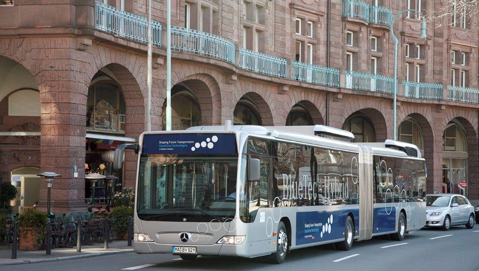 Hybridbus von Daimler: Die Stuttgarter setzen eher auf Hybridantrieb und nicht auf den reinen Batteriebetrieb