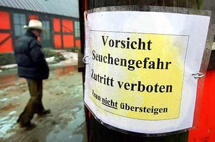 Insel Rügen: Warnschild vor einer Straußen-Farm in Swine