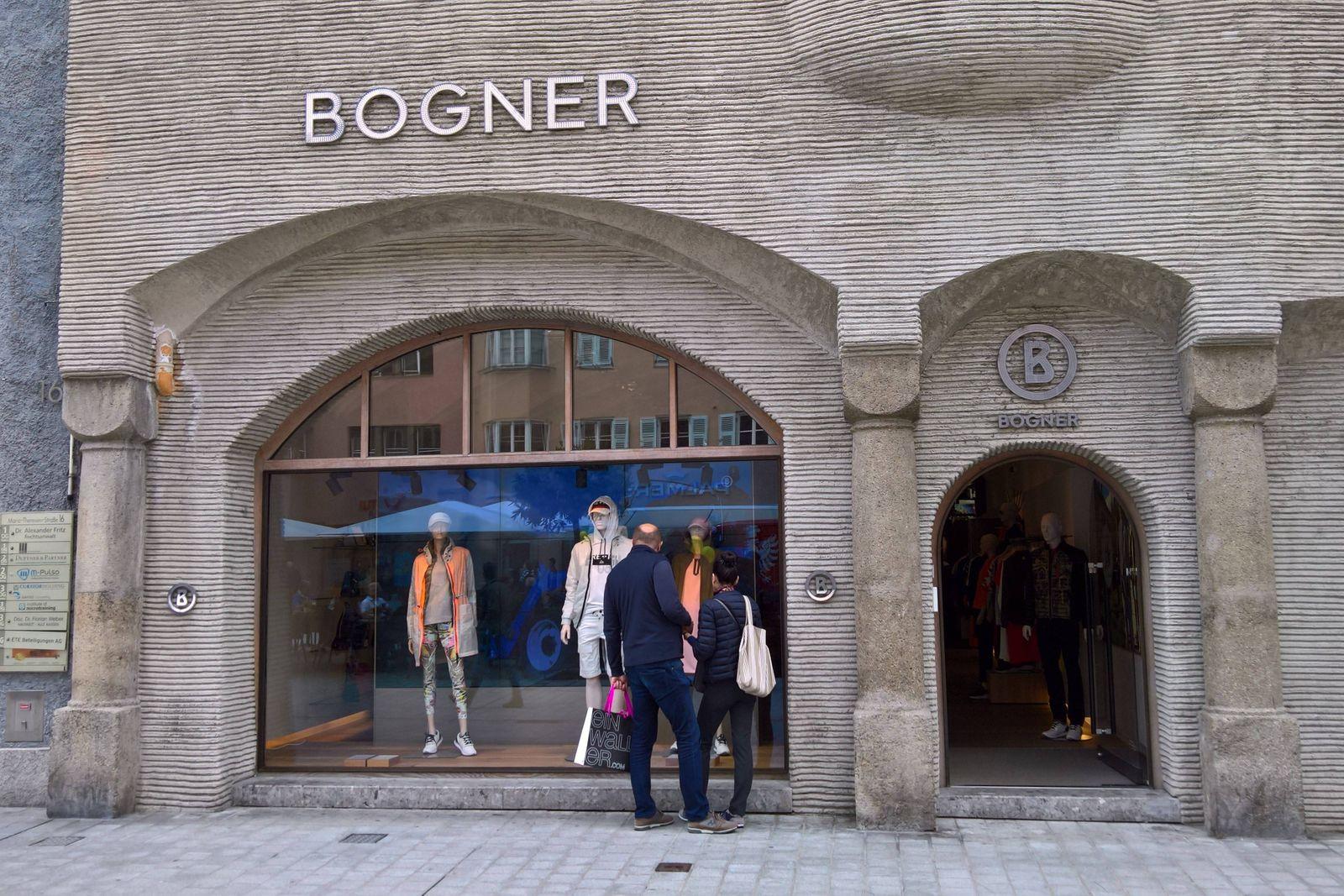 Innsbruck ist die Hauptstadt des Bundeslandes Tirol im Westen von Oesterreich Foto Bogner Store