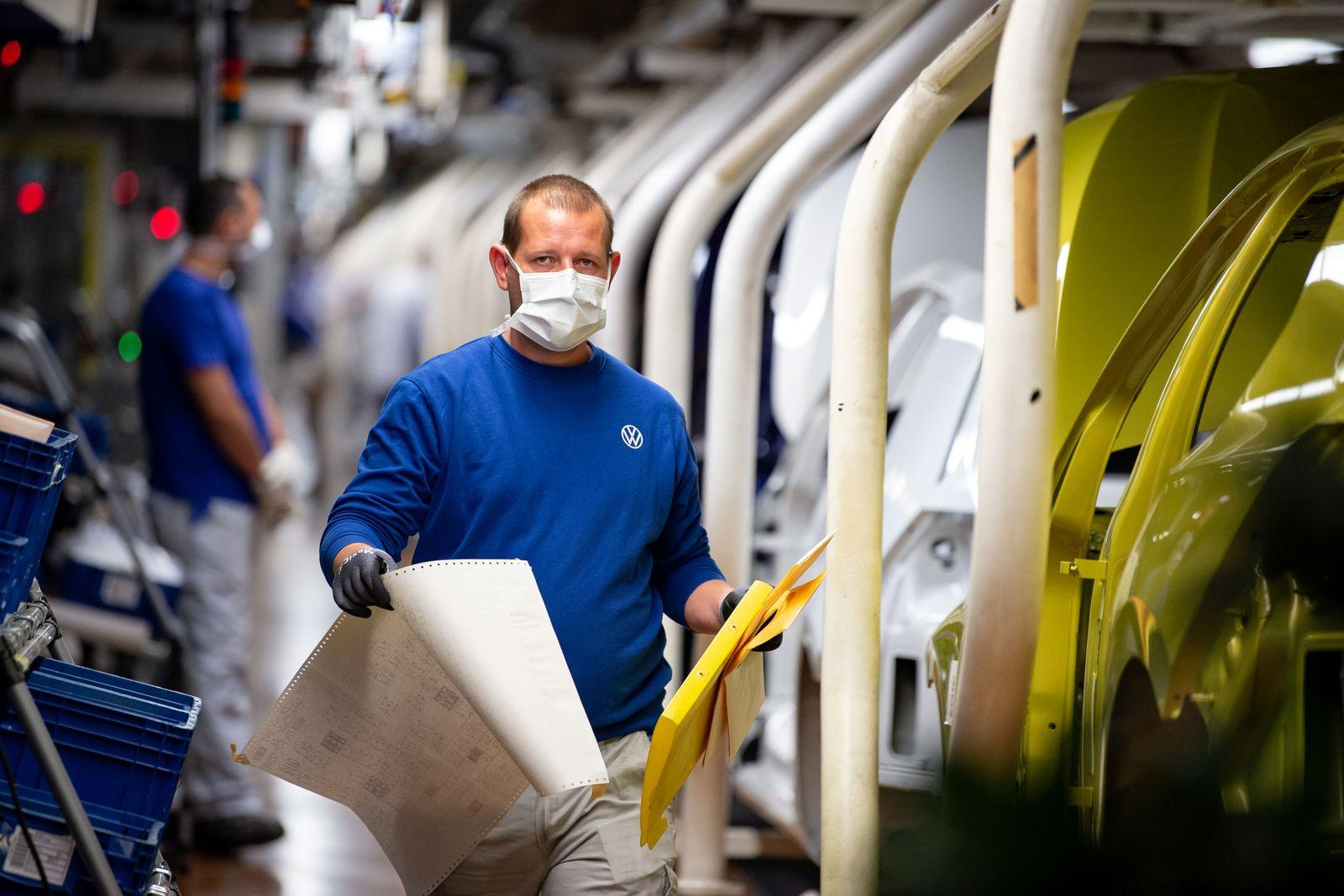 VW re-starts Europe's largest car factory after coronavirus shutdown