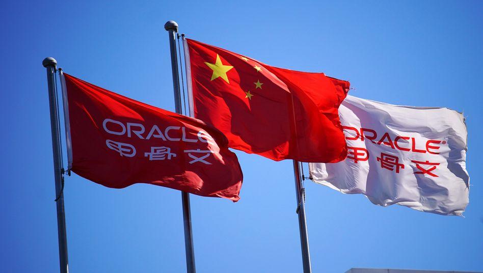 Unter China-Verdacht: Flaggen vor Büros des US-Konzerns Oracle in Peking