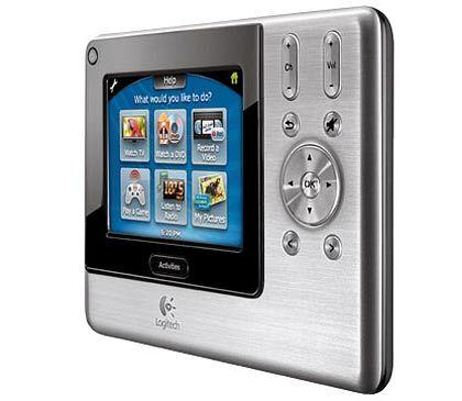 Gimmick: Dies ist tatsächlich eine Universalfernbedienung. Die Logitech Harmony hat einen Touchscreen, auf dem virtuelle Tasten erscheinen.
