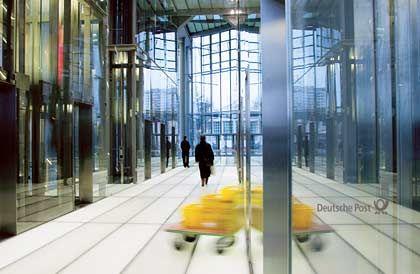 Glanz in dürren Konjunkturzeiten: Blick ins Foyer des jungen Post-Towers in Bonn