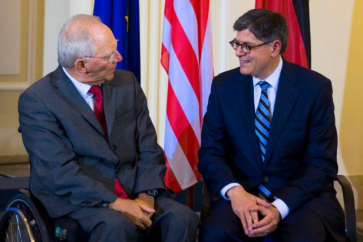"""Finanzminister Schäuble, US-Amtskollege Jack Lew (bei einem früheren Treffen in Berlin): """"Ich bot meinem Freund Jack Lew an, dass wir Puerto Rico in die Euro-Zone aufnehmen können, wenn er im Gegenzug Griechenland in den Dollar-Raum aufnähme. Er hielt das für einen Scherz."""""""