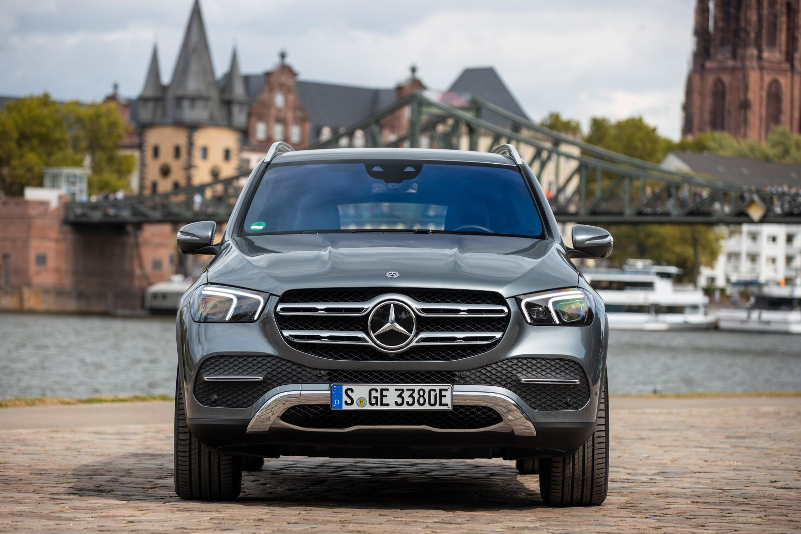 Mercedes-Benz GLE 350 de 4MATIC und GLC 300 e 4MATIC: Neue Plug-in-Hybride der dritten Generation: Der nächste Sprung bei der Reichweite Mercedes-Benz GLE 350 de 4MATIC and GLC 300 e 4MATIC: New third-generation plug-in hybrids: The next jump in operatin