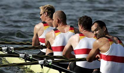 Weggerudert: Der deutsche Doppelvierer der Männer gewann in der Besetzung Andre Willms, Stephan Volker, Marco Geisler und Robert Sens (v.l.) souverän seinen Vorlauf vor Estland und Australien und steht damit im Finale.
