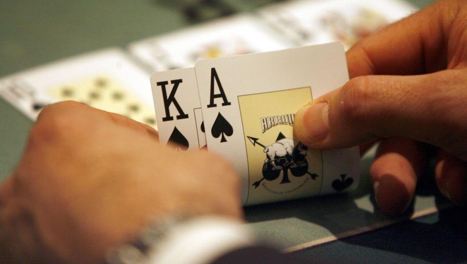 Der Fiskus gewinnt mit: Wer professionell pokert, muss seine Gewinne versteuern, urteilte jetzt ein deutsches Finanzgericht
