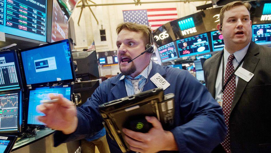 Aktienhändler in New York: Die Kurse an der Wall Street steigen und steigen - aber wie lange noch?