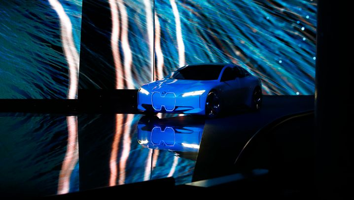 I-Vision Dynamics: BMWs neuer Tesla-Fighter in Bildern