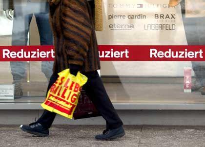 Die Menschen kaufen: Die Umsätze im Einzelhandel zeigten zuletzt wieder nach oben