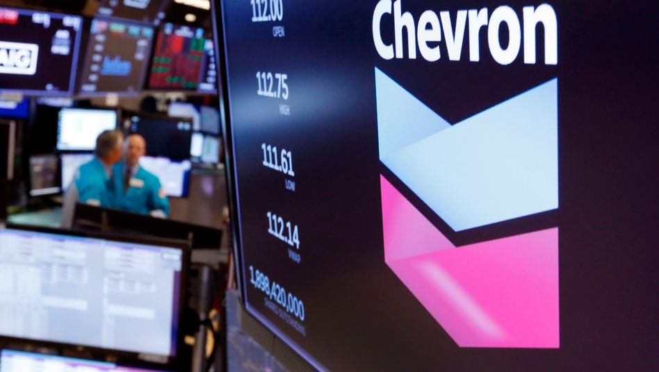 Logo des US-Ölkonzerns Chevron an einem Handelsschalter der New Yorker Börse
