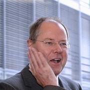 Au Backe! Die Entlastung reißt neue Löcher in Steinbrücks Kassen. Die Neuverschuldung steigt 2010 dramatisch an.