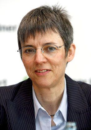 Sylvia Schenk, geboren 1952, ist Rechtsanwältin und ehemalige Leichtathletin. 1972 nahm sie an den Olympischen Spielen in München teil. 2006 stieß sie zur neugegründeten Arbeitsgruppe Sport von Transparency Deutschland. Seit 2007 amtiert sie als Vorsitzende der Organisation.