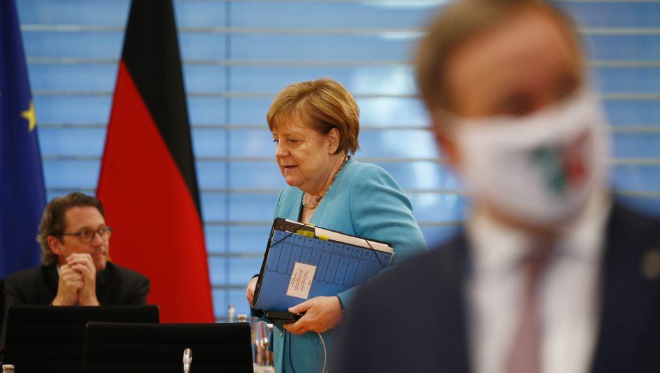 """Bundeskanzlerin Angela Merkel (CDU) beim heutigen Treffen mit den Länderchefs: """"Wir müssen sehr vorsichtig sein, damit wir die schon schwierige Lage in der Wirtschaft nicht noch mal verschlechtern"""""""