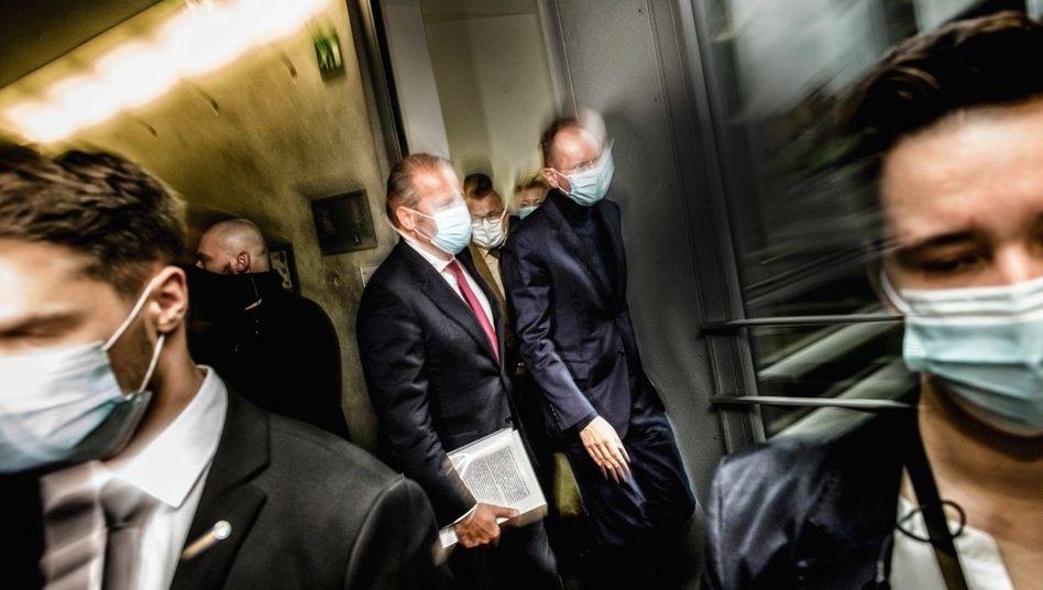 Antiheld: Gut 18 Jahre lenkteMarkus Braun(Mitte, rechts) Wirecard. Im November musste er sich vor einem parlamentarischen Untersuchungsausschuss rechtfertigen und verweigerte die Aussage.