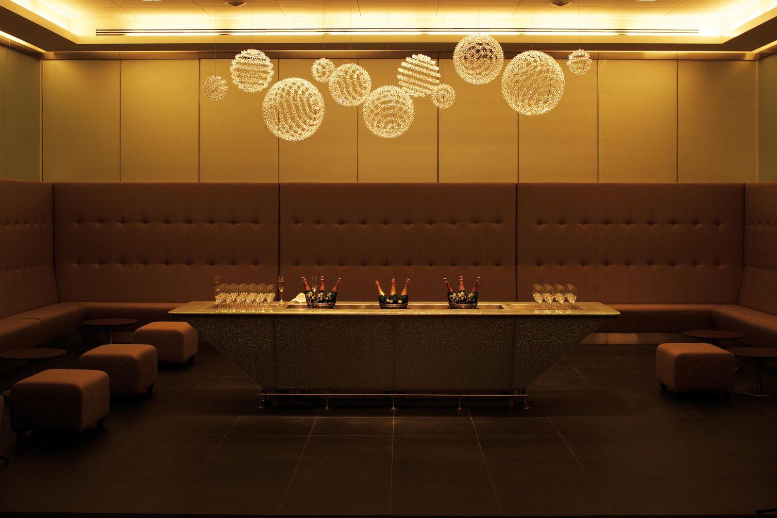 British Airways / First lounge Champagne Bar