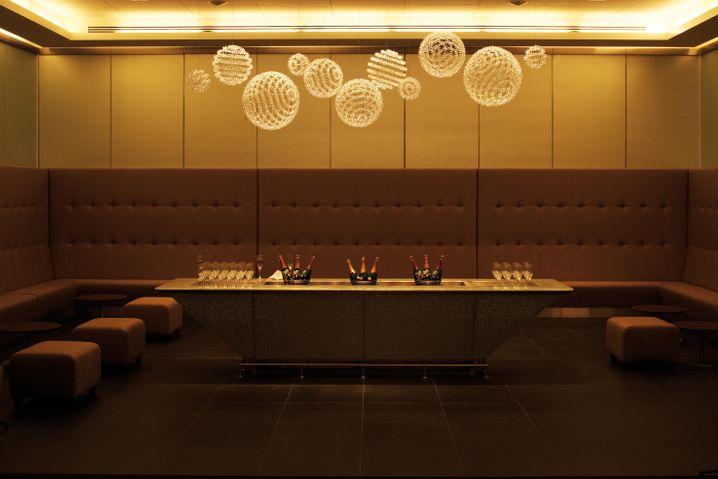 Heiterer Rückzugsort: Die First Lounge Champagne Bar von British Airways in Heathrow, Terminal 5