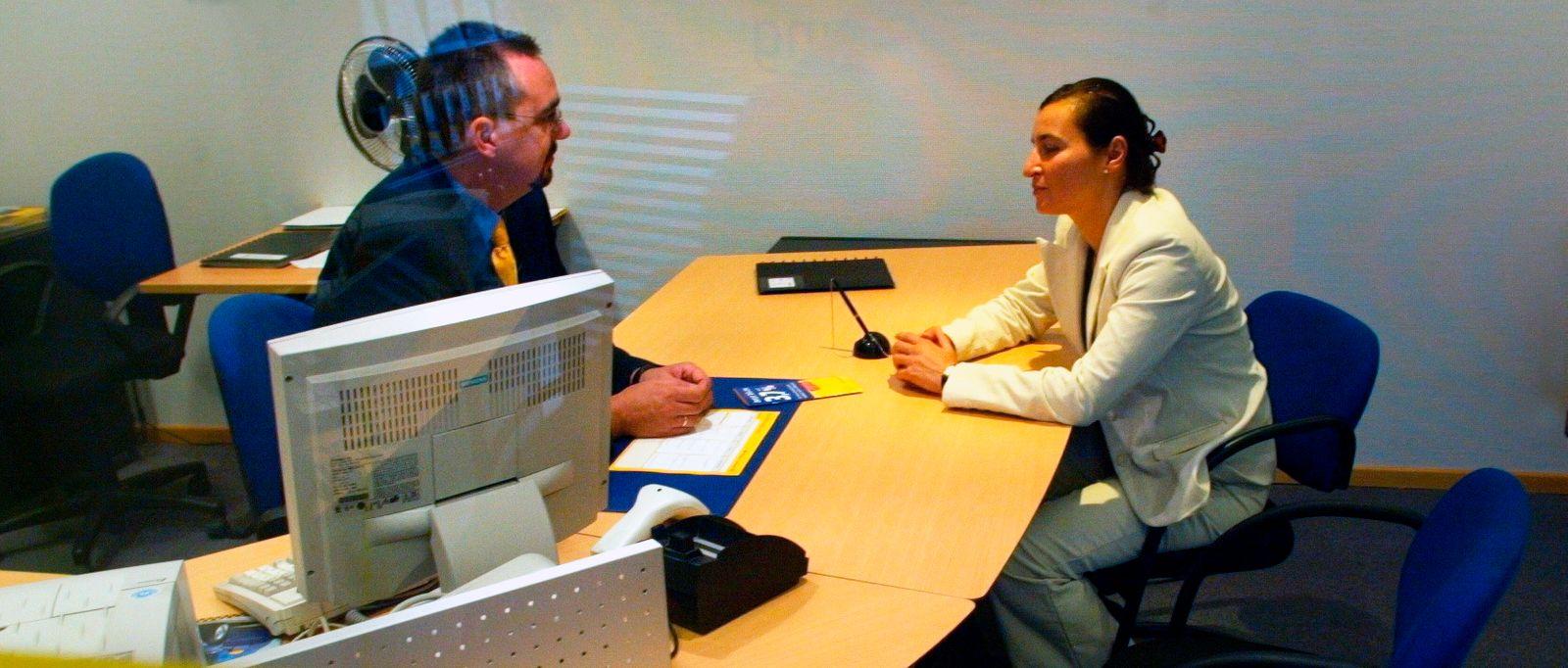 NICHT VERWENDEN Bank / Beratung / Bankkunden / Beratungsgespräch