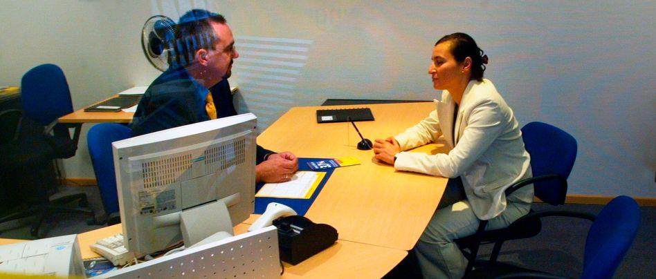 Verkaufsgespräch: Verbraucher sollten Bearbeitungsgebühren zusätzlich zu den Zinsen für einen herkömmlichen Kredit nicht akzeptieren