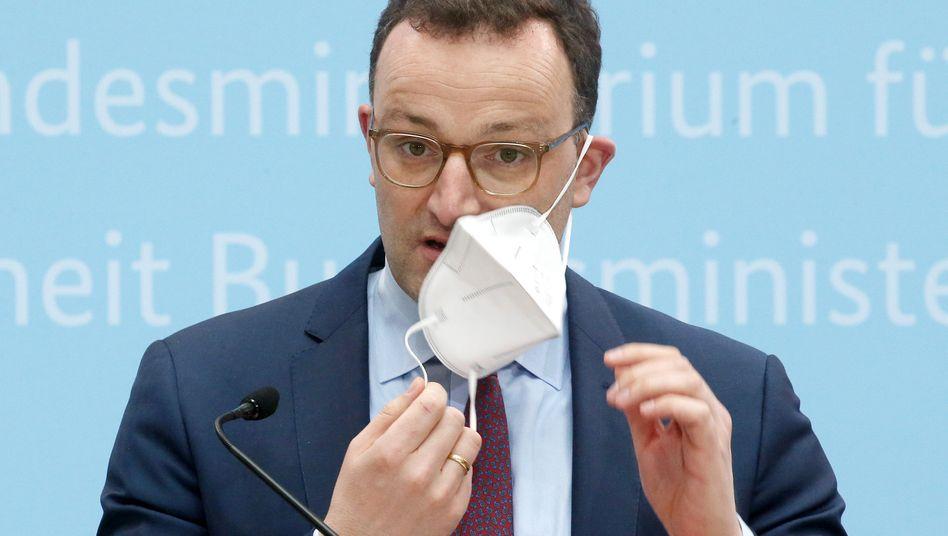 Lässt die Maske fallen: Bundesfinanzminister Jens Spahn will den Steuerzuschuss für die gesetzlichen Krankenkassen im kommenden Jahr fast verdoppeln