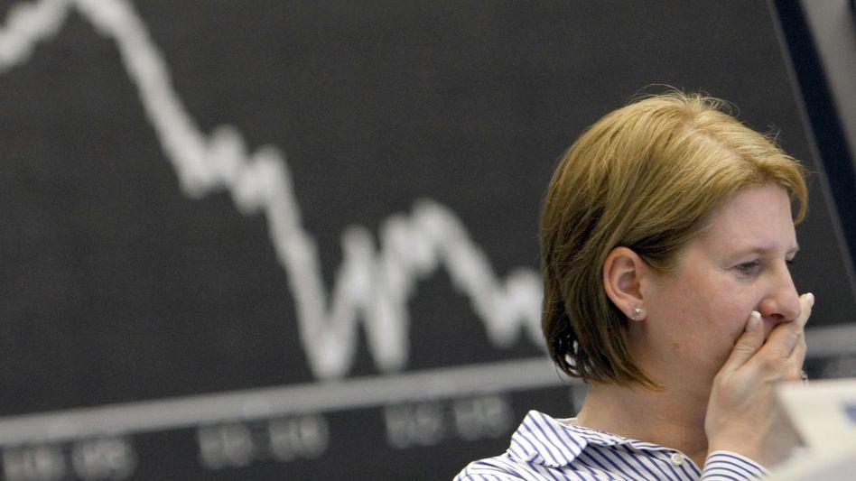 Kursrutsch: Der Dax gibt rund 4 Prozent nach. Dax-Schwergewicht SAP verliert mehr als 20 Prozent seines Börsenwertes.
