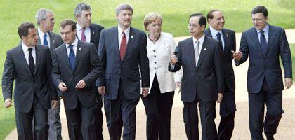 Antiquierter Club: Statt der G8 (hier bei einem Treffen in Tokio) treffen sich in Washington nun die G20, um die Kräfteverhältnisse der Weltwirtschaft besser zu spiegeln. Eine Einigung wird damit jedoch nicht leichter
