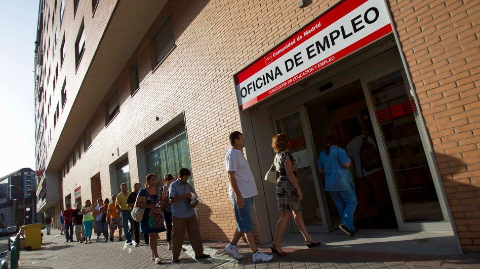 Arbeitsamt in Madrid: Vor allem junge Menschen sehen in Spanien kaum noch Perspektiven
