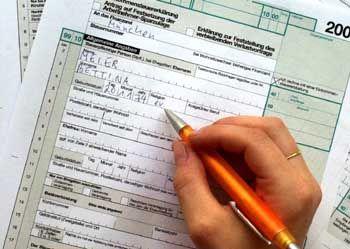 Steuererklärung: Selbstständige sollten versuchen, ihren Gewinn so klein wie möglich zu halten