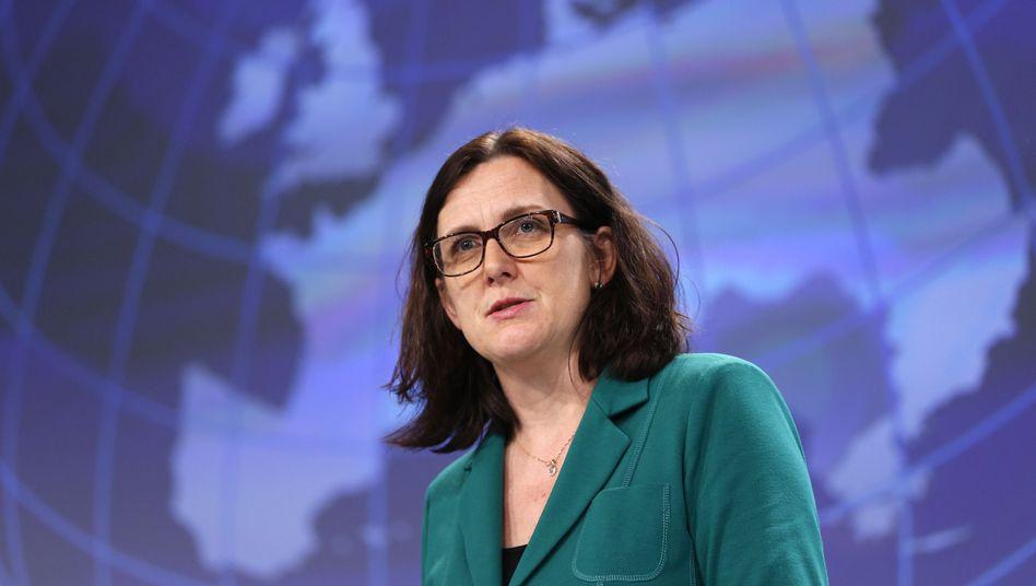 EU-Handelskommissarin Cecilia Malmstrom schlug im Rahmen der TTIP Verhandlungen einen internationalen Handelsgerichtshof vor: Konzerne können Regierungen verklagen, wenn sie sich etwa durch neue Klimaschutzgesetze benachteiligt fühlen
