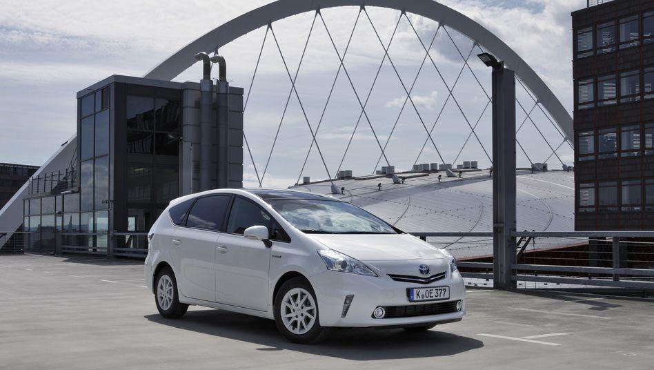 Toyota Prius: Der japanische Autobauer gilt als Vorreiter für Hybridmodelle und hat die DUH lange Zeit finanziert, die derzeit wiederum vielerorts für Fahrverbote von Dieselautos sorgt