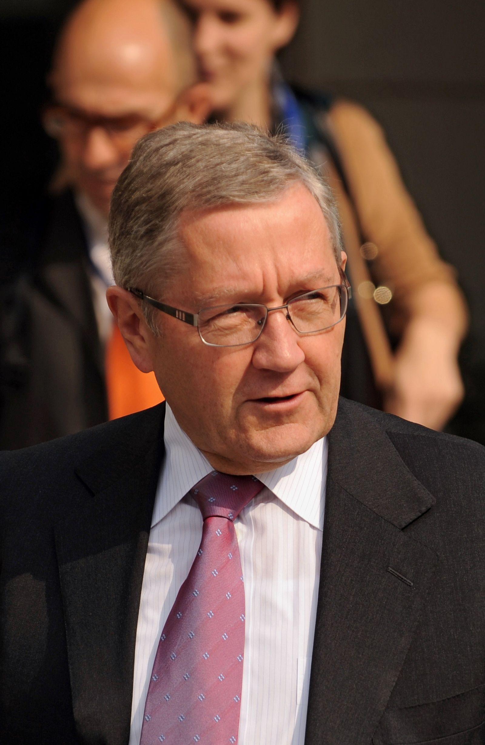 Klaus Regling / Arrival Press Conference