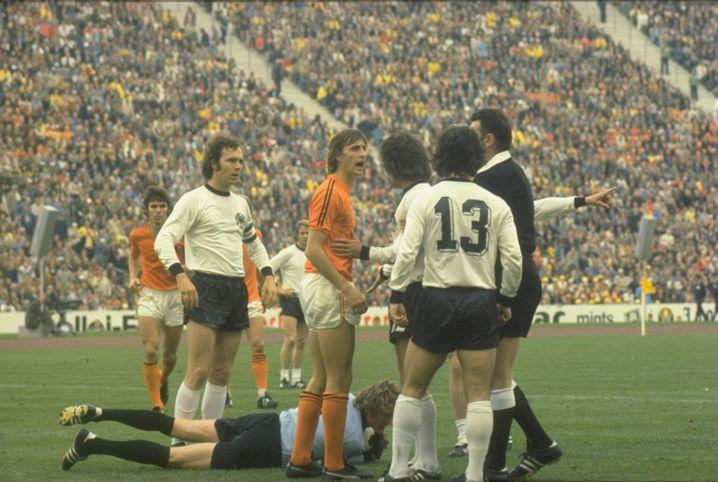 Ergebnis ist alles: 1974 gewann Deutschland gegen Holland mit 2:1. Und nutzte auch die vielbeschworenen deutschen Tugenden