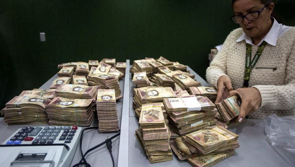 Plötzlich wertlos: Alte 100-Bolivar-Scheine werden massenhaft in Banken eingezahlt
