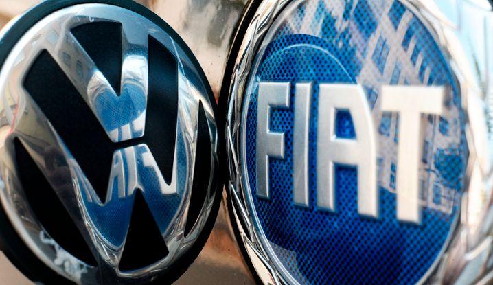 Logos von Volkswagen und Fiat: VW hat Interesse an den Italienern - und hat wohl auf oberster Ebene mit den Fiat-Eigentümern verhandelt