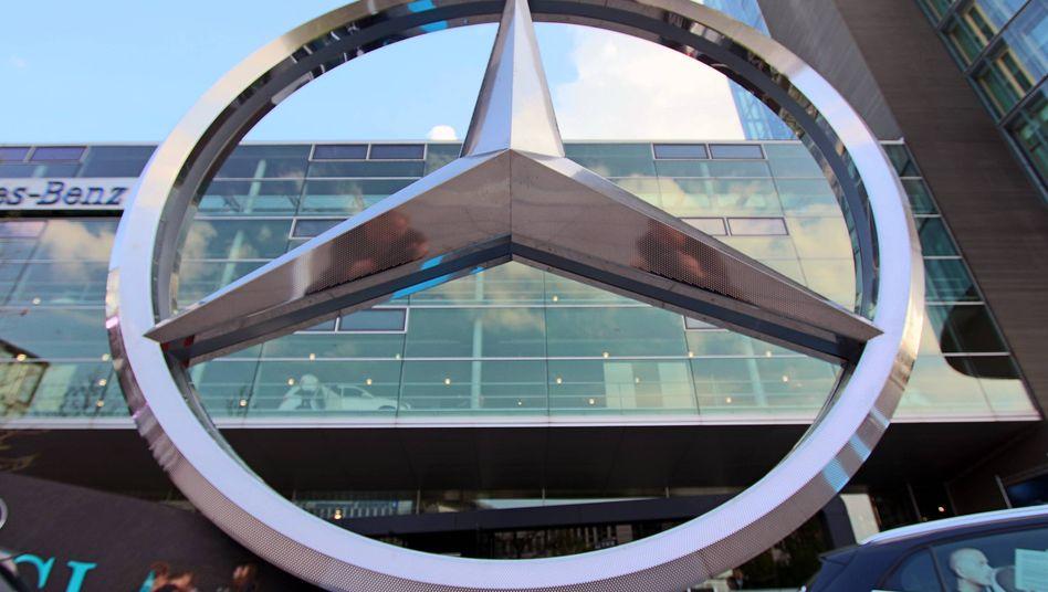 Mehr Rendite bei Mercedes: Die Anleger honorierten die guten Nachrichten bei Daimler zunächst mit Aktienkäufen, strichen dann aber die Kursgewinne wieder ein drückten die Titel zum Handelsschluss in Deutschland in die Verlustzone
