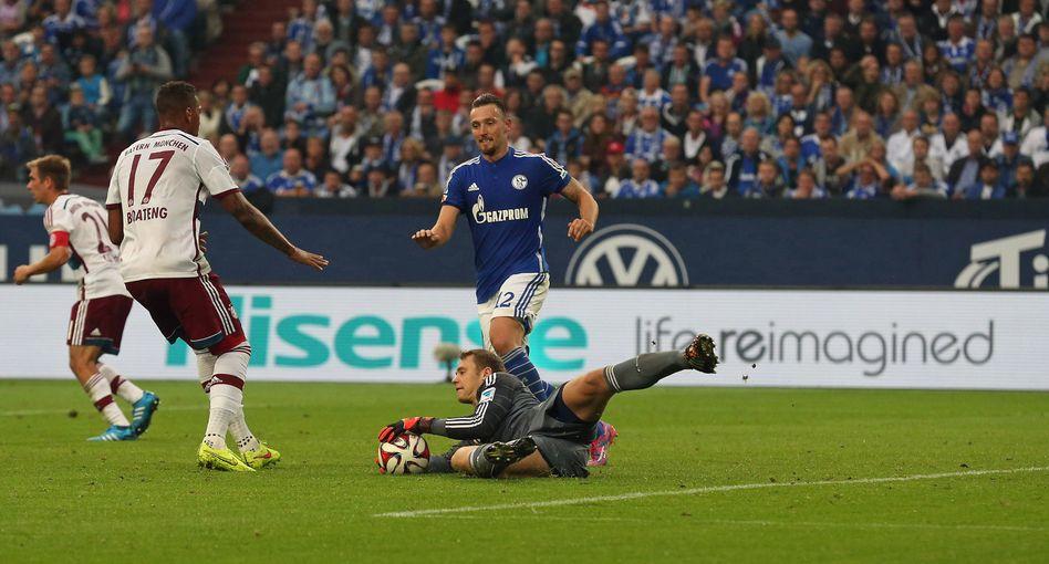 Alter Schalker, neuer Schalker: Mit Huawei und Hisense hat Schalke 04 zwei chinesische Tech-Schwergewichte als Werbepartner gewonnen. Manuel Neuer (am Boden) hat es nach München verschlagen - er wird die nächste Reise des FC Schalke 04 nach China verpassen.