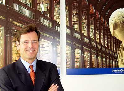 Lutz Kaufmann ist Professor an der der WHU, der Wissenschaftlichen Hochschule für Unternehmensführung. Er ist Inhaber des Herbert-Quandt-Stiftungslehrstuhls für Betriebswirtschaftslehre, insbesondere Internationales Management, und Experte für strategische Verhandlungsprozesse.