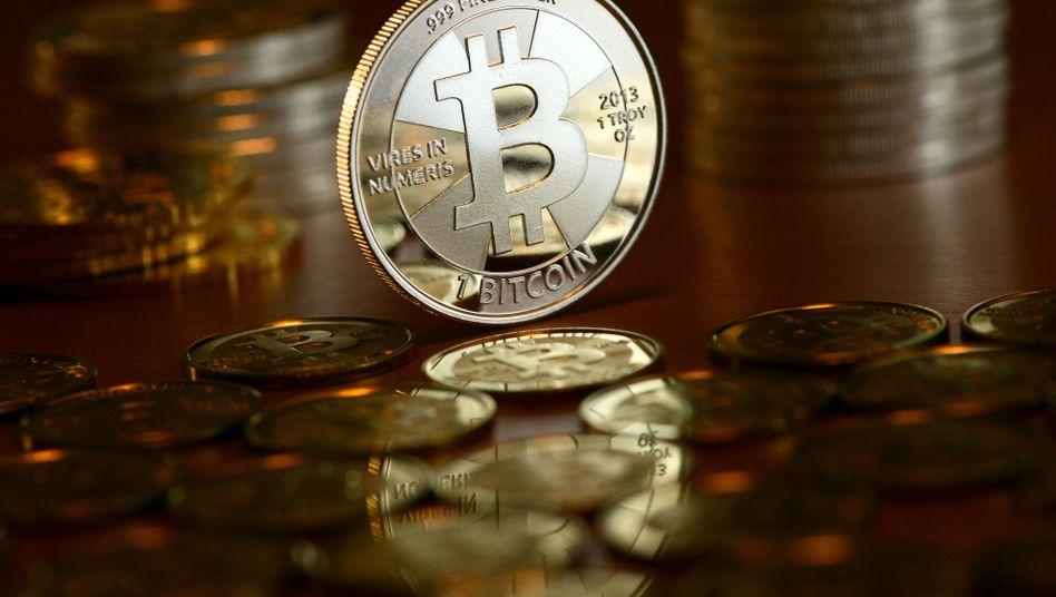 Bitcoin: Erholung nach dem Kurssturz, Kurs nahe 8000 Dollar