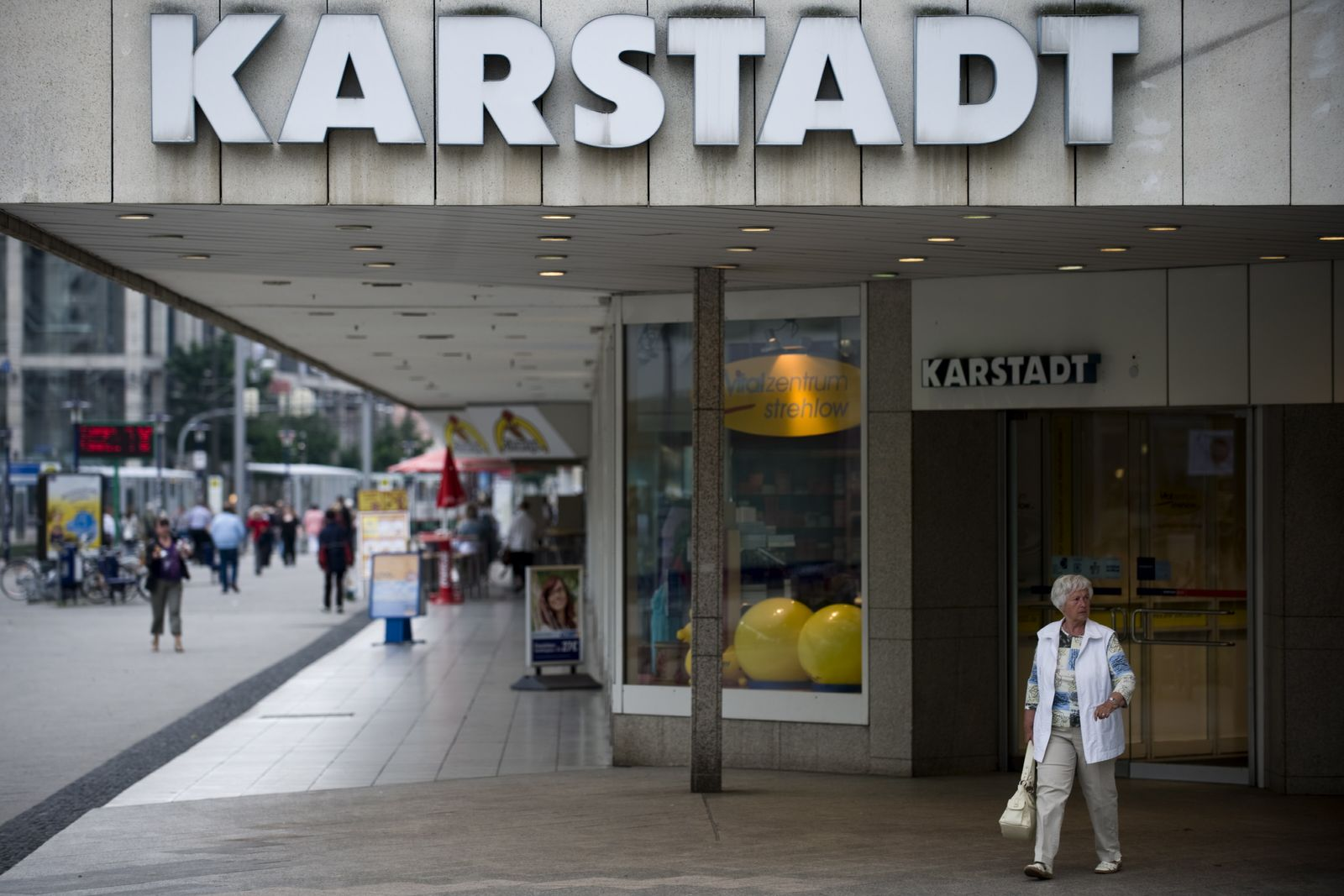 NICHT VERWENDEN Karstadt / Eingang
