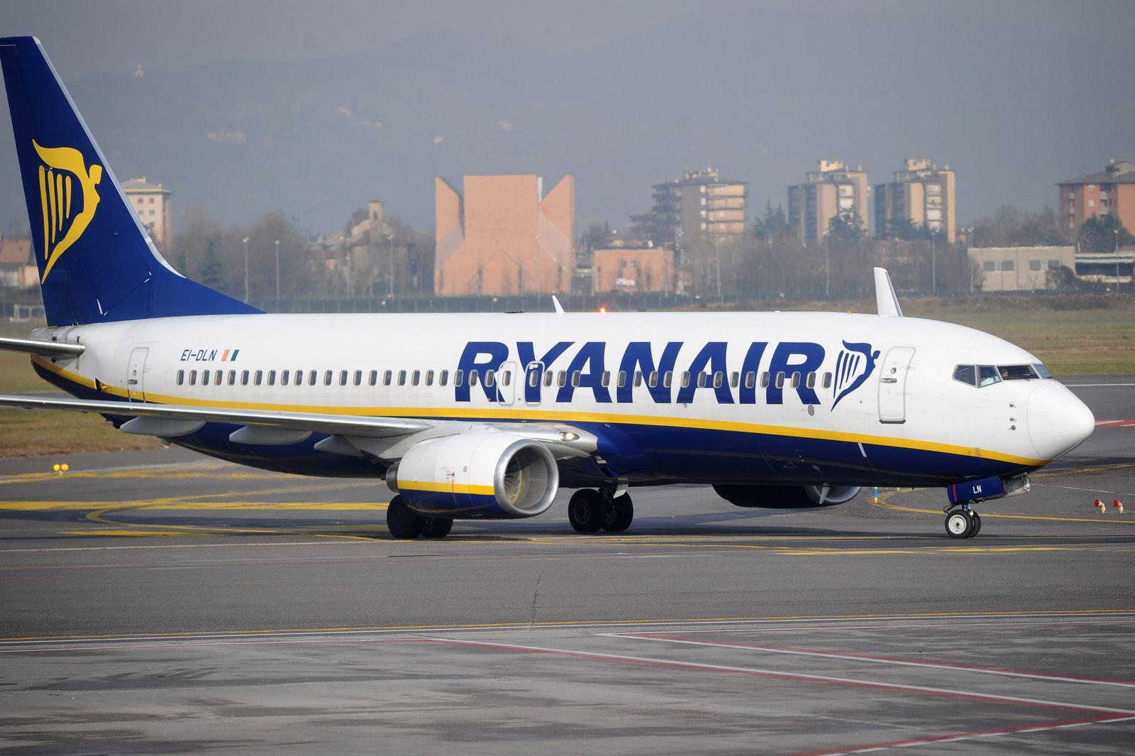 Ryanair / Flugzeug / Italien