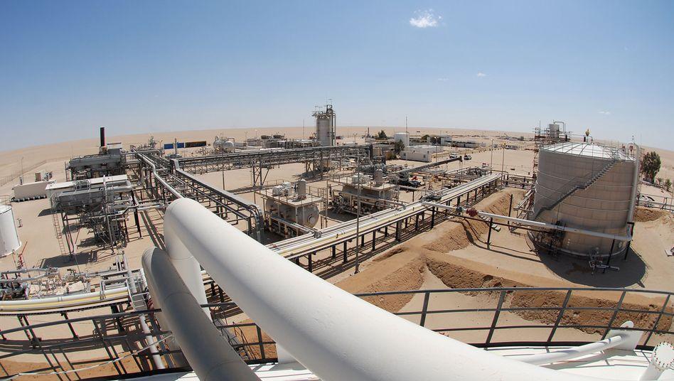 Öl-Produktionsanlage in der libyschen Wüste: Der Chef der staatlichen Ölgesellschaft NOC hat sich nun ins Ausland abgesetzt.
