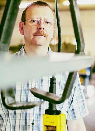 """Umverteilung II Risiken: Reiner Schumacher stemmt sich gegen die Krise: Seine Handwerksfirma hat die Umsätze verdoppelt und die Margen halbiert. Er sagt: """"Wir müssen viel mehr arbeiten als früher."""""""