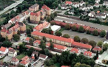 Campus auf einem früheren Kasernengelände: IU Bruchsal