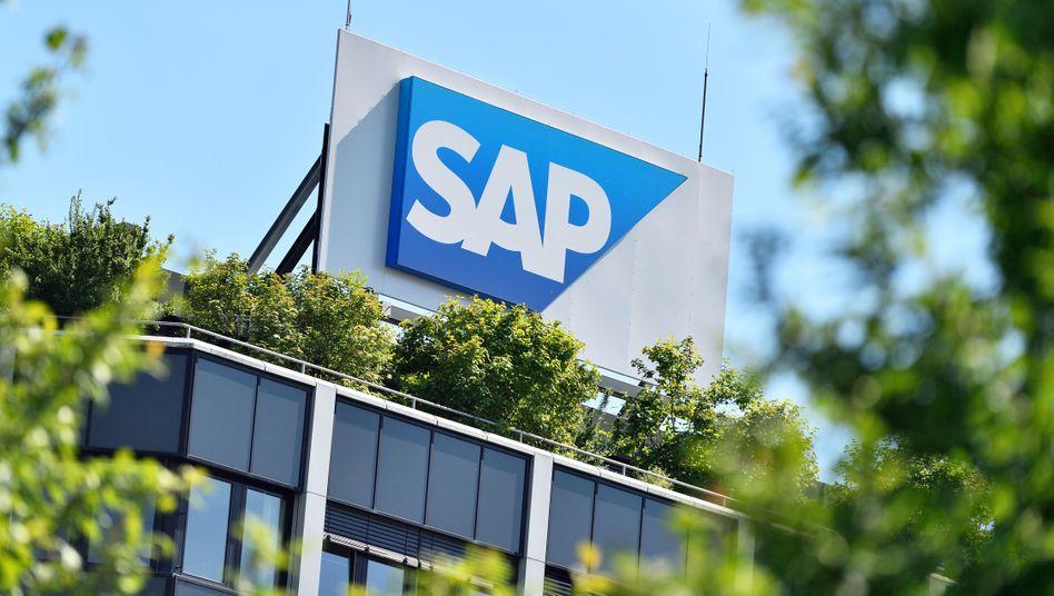 Ziemlich wolkenlos: Konzernlogo am SAP-Konzernsitz in Walldorf in Baden-Württemberg.